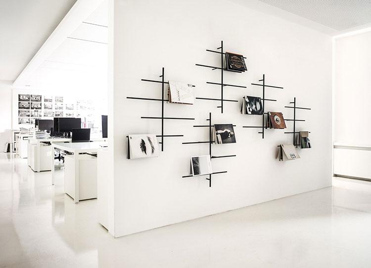 Modello di portariviste da parete dal design moderno n.02