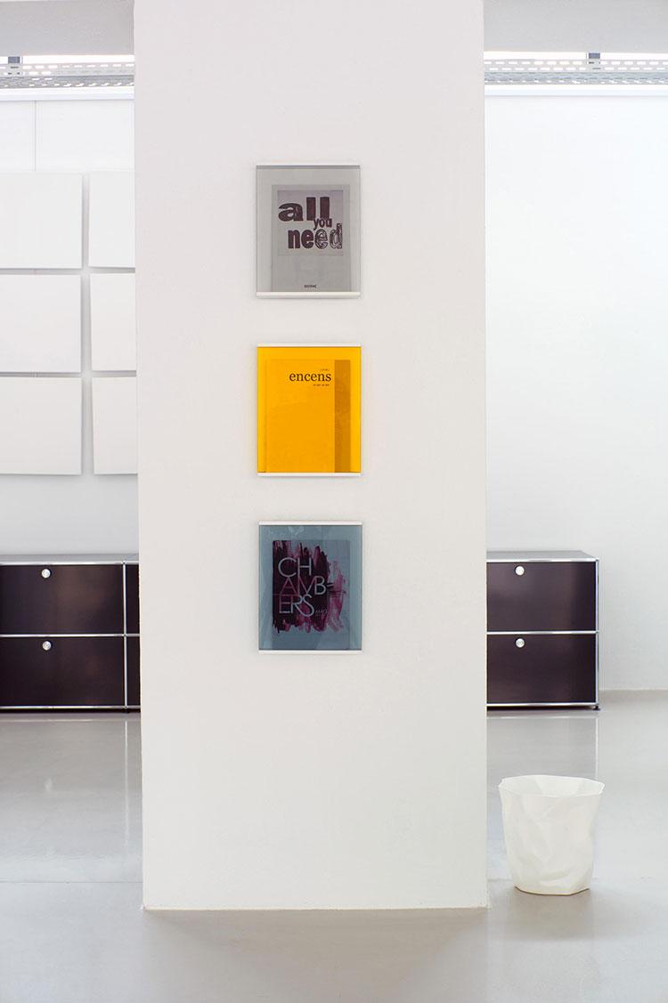 Modello di portariviste da parete dal design moderno n.04