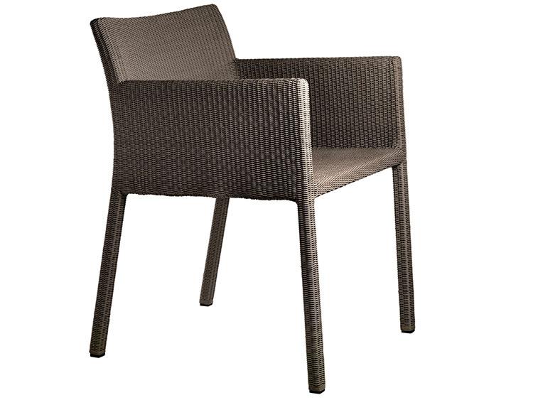 Sedie da giardino in plastica dal design moderno for Sedia design faccia