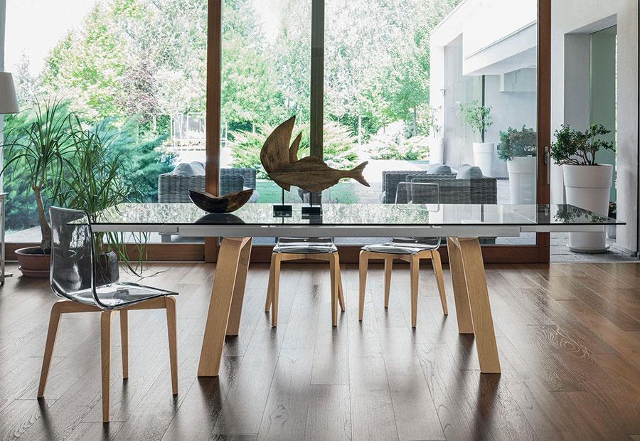 Modello di tavolo in vetro allungabile dal design moderno n.14