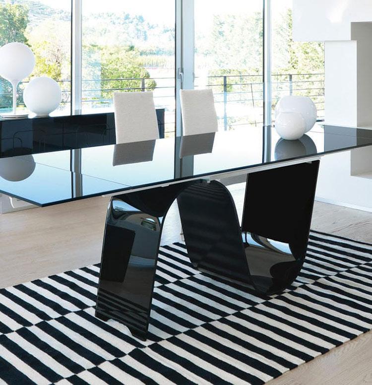 Modello di tavolo in vetro allungabile dal design moderno n.21