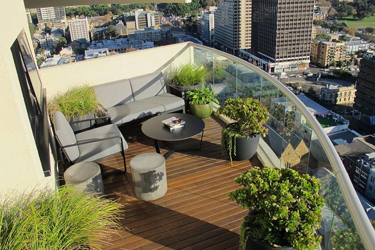 Come arredare un balcone 30 idee decorative for Idee arredo balcone