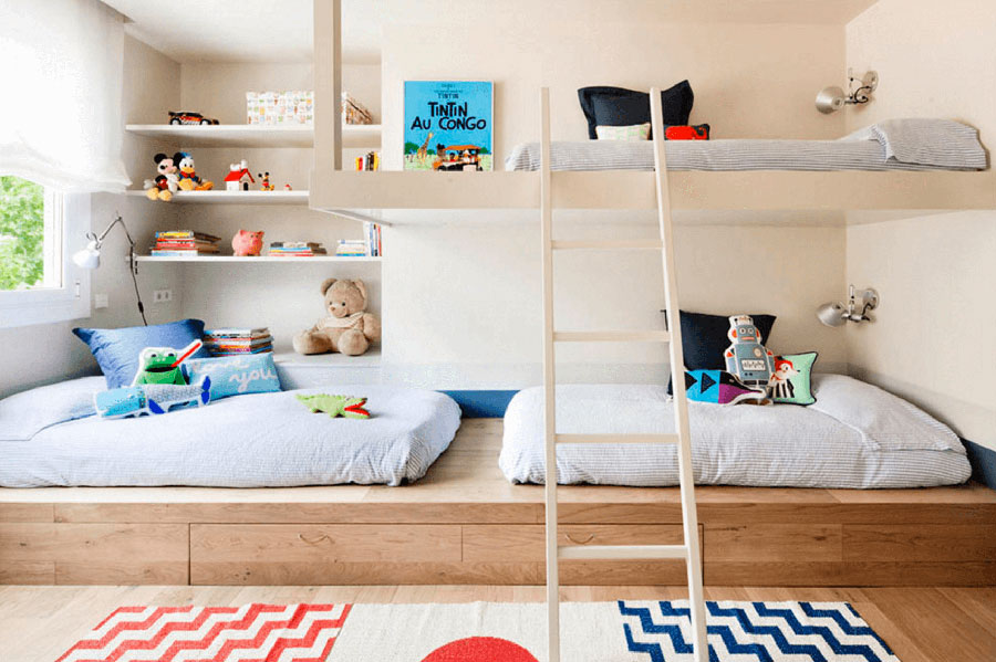 Idee di arredo per camerette dei bambini con tre letti n.06