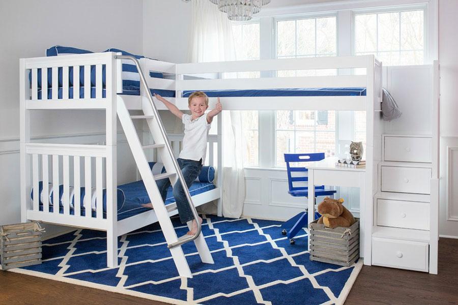 Idee di arredo per camerette dei bambini con tre letti n.09