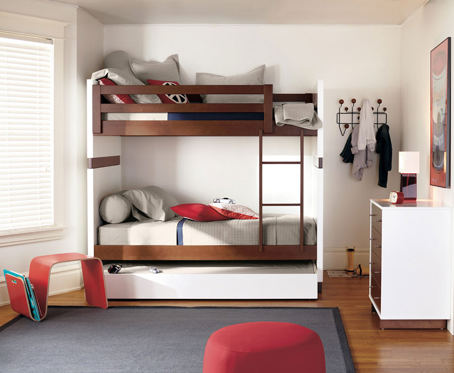 Idee di arredo per camerette dei bambini con tre letti n.12