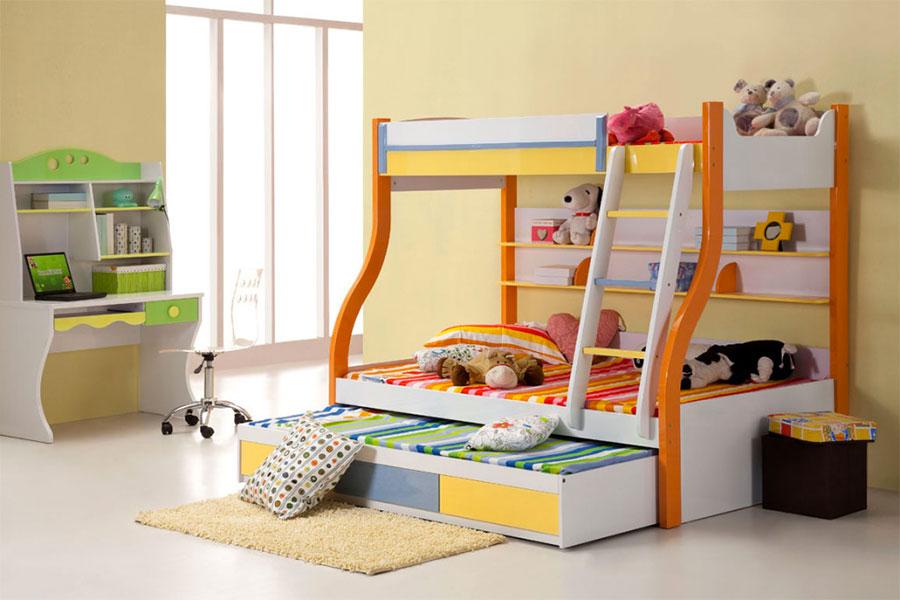 Idee di arredo per camerette dei bambini con tre letti n.13