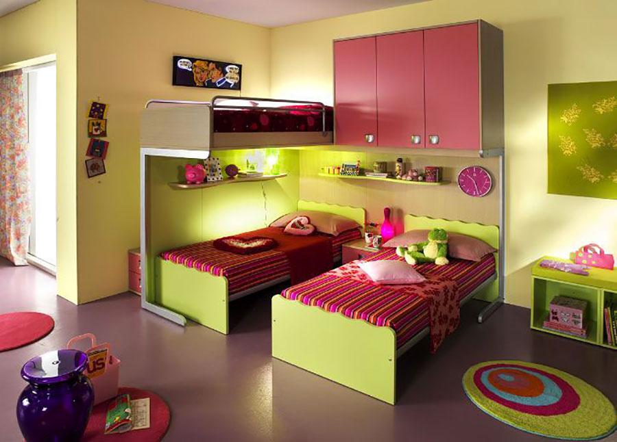 Idee di arredo per camerette dei bambini con tre letti n.14
