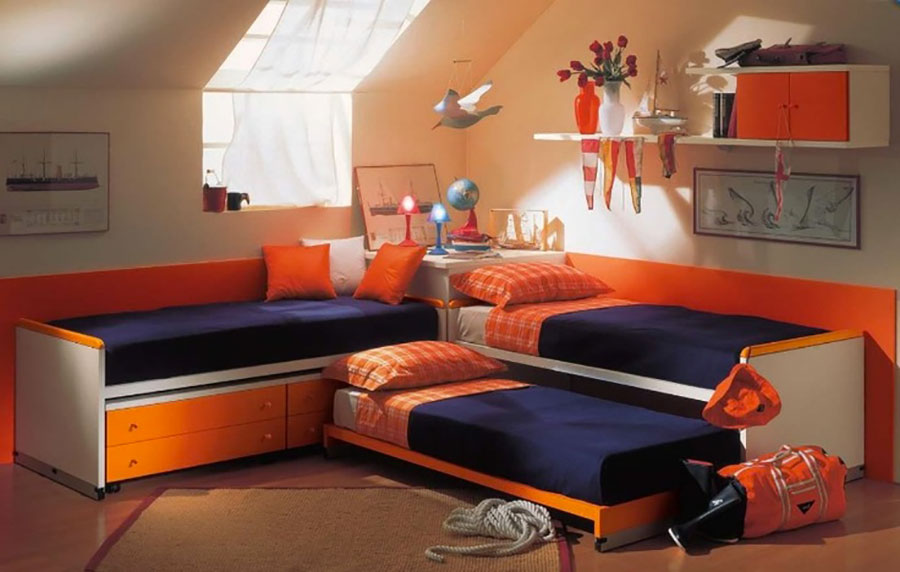 Idee di arredo per camerette dei bambini con tre letti n.19