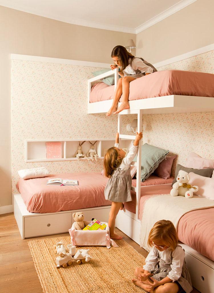 Idee di arredo per camerette dei bambini con tre letti n.26