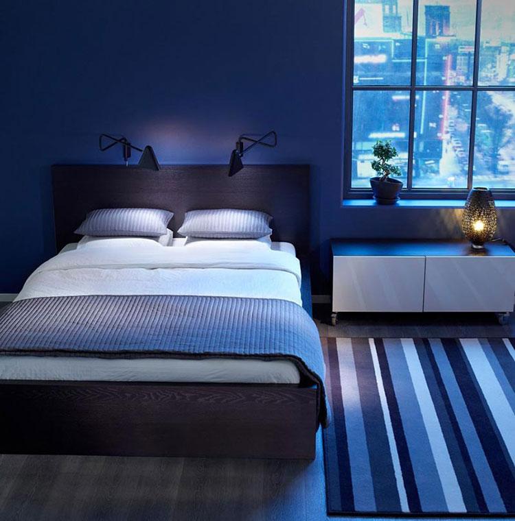 Camera da letto con pareti blu n.2