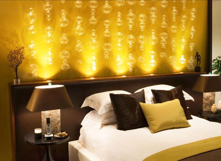 Camera da letto con pareti gialle n.5