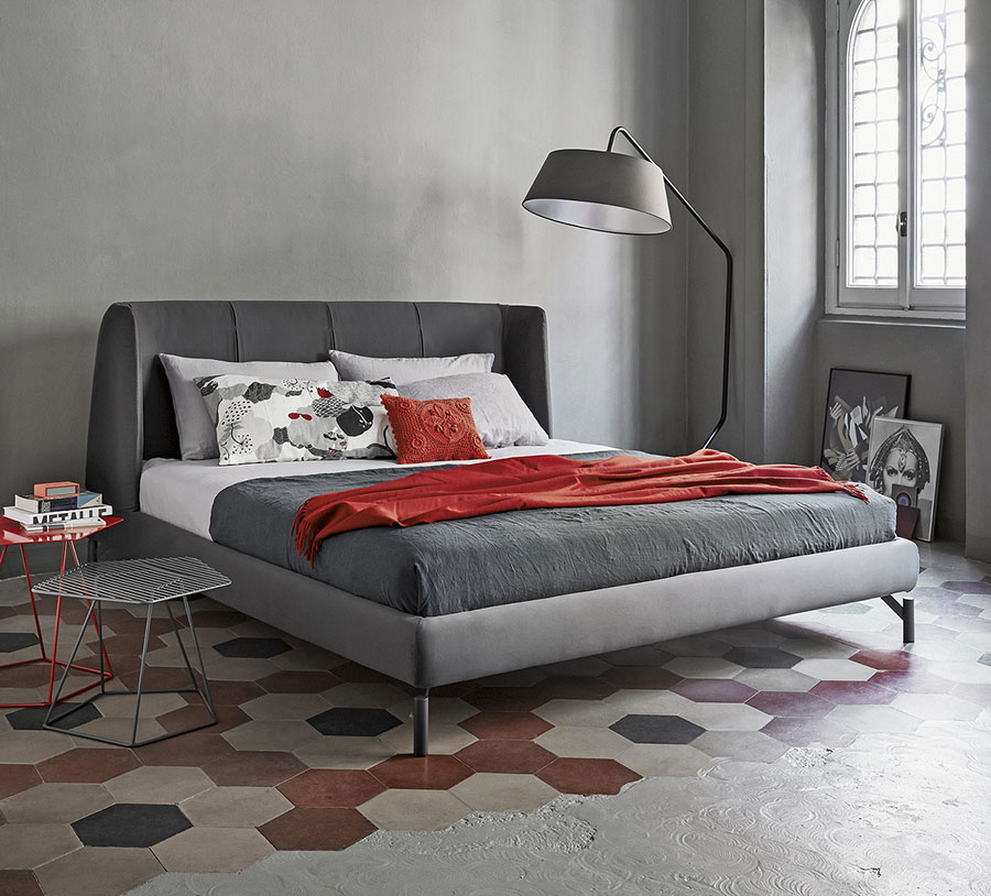 Camera da letto con pareti grigie n.1