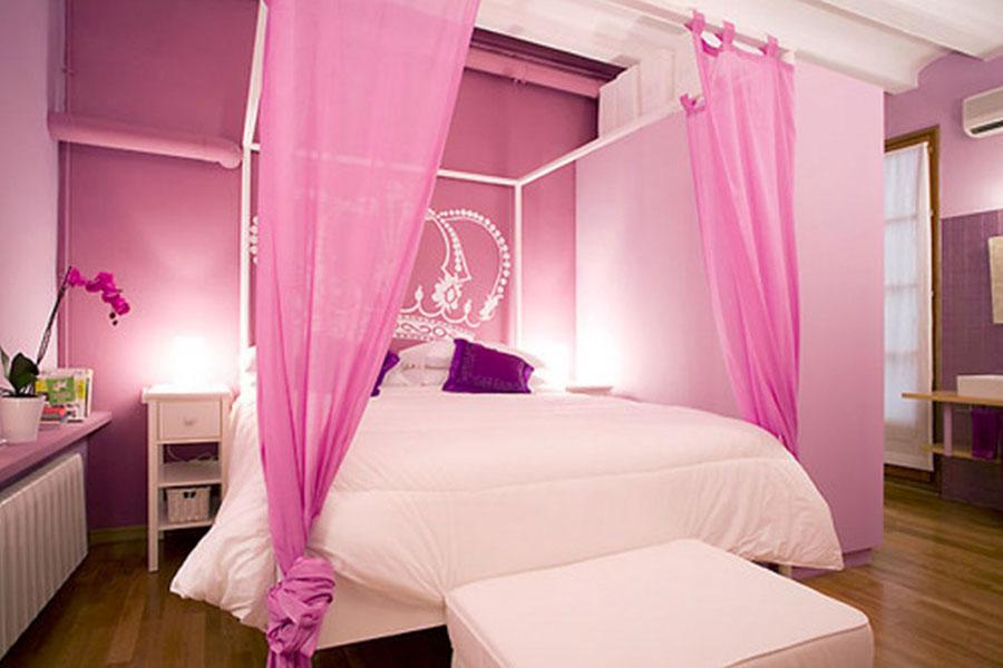 Camera da letto con pareti rosa n.3
