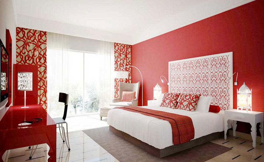 Camera da letto con pareti rosse n.1