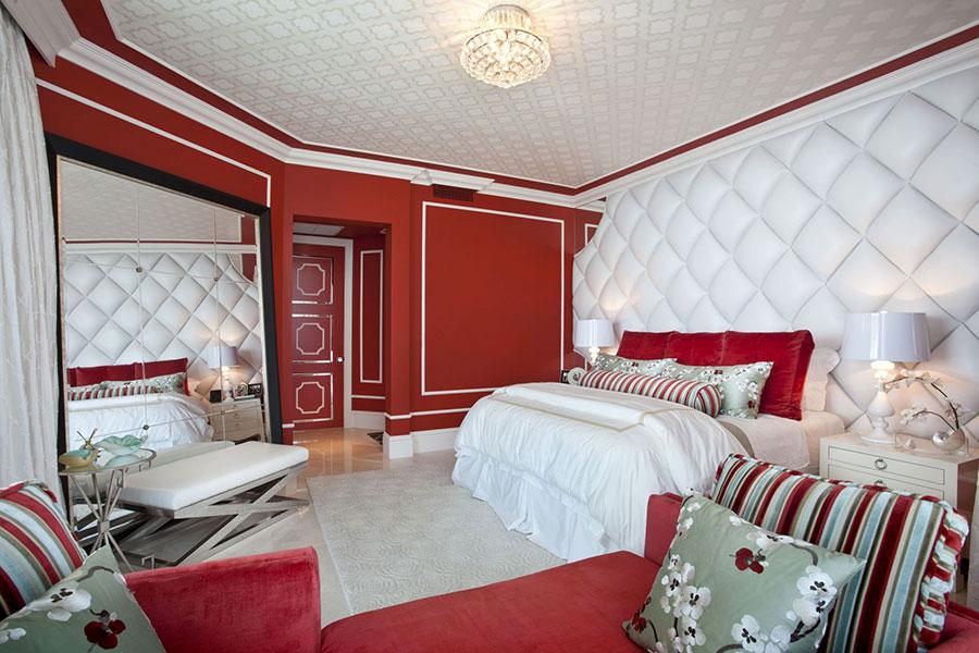 Camera da letto con pareti rosse n.2