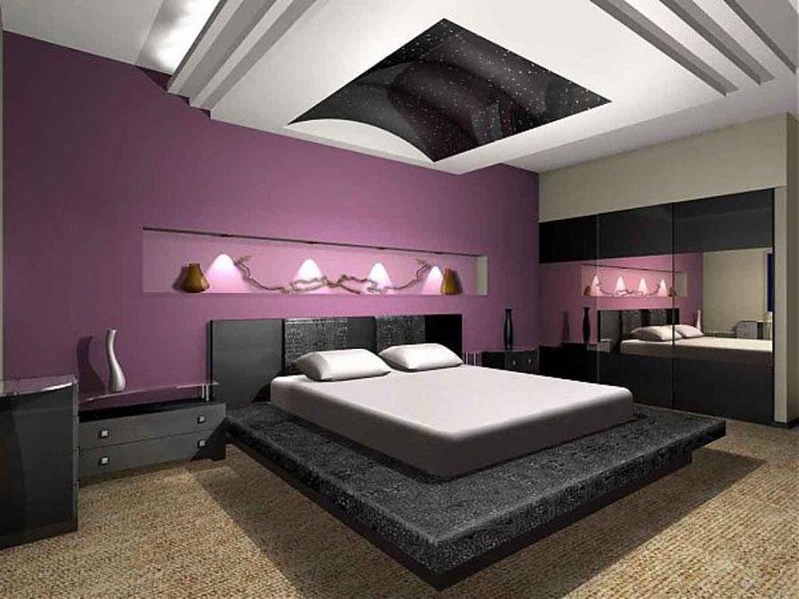 Camera da letto con pareti viola n.1
