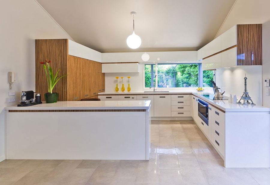 Modello di cucina bianca e legno moderna n.24