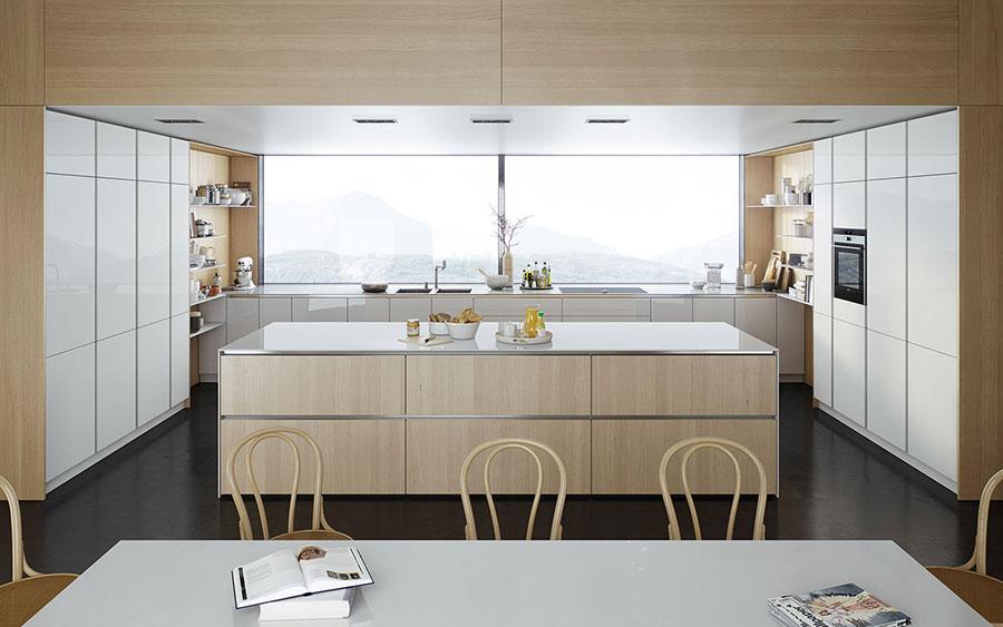 Modello di cucina bianca e legno moderna n.31