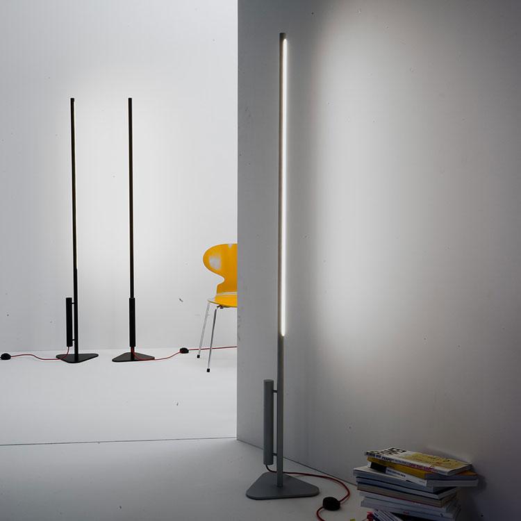 Lampada da terra dal design particolare n.01