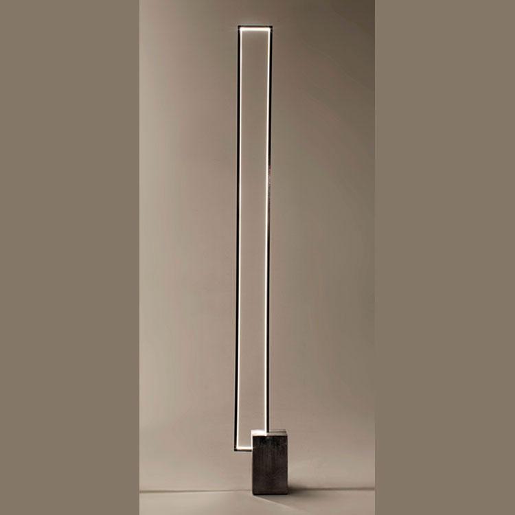 Lampada da terra dal design particolare n.11
