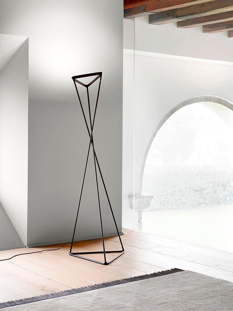 Modello di lampada da terra dal design particolare n.35