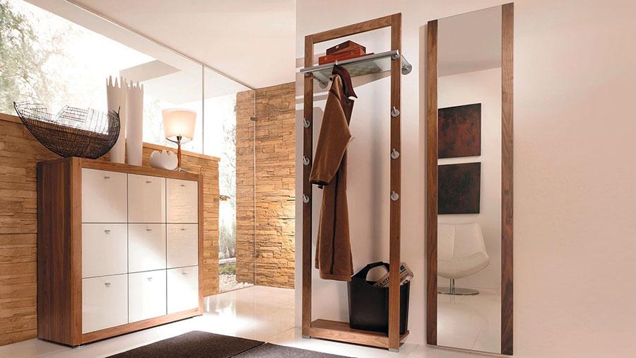 Modello di mobile per ingresso con specchio dal design moderno n.03