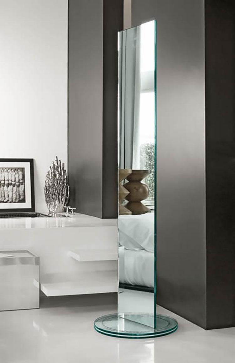 Specchi da terra dal design moderno e particolare for Design moderno