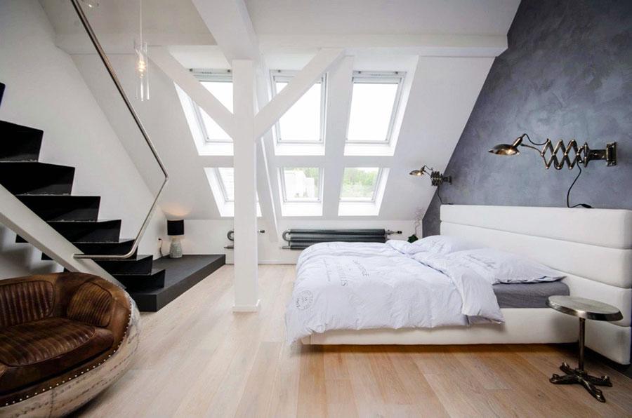 Idea per arredare una camera da letto in mansarda n.14