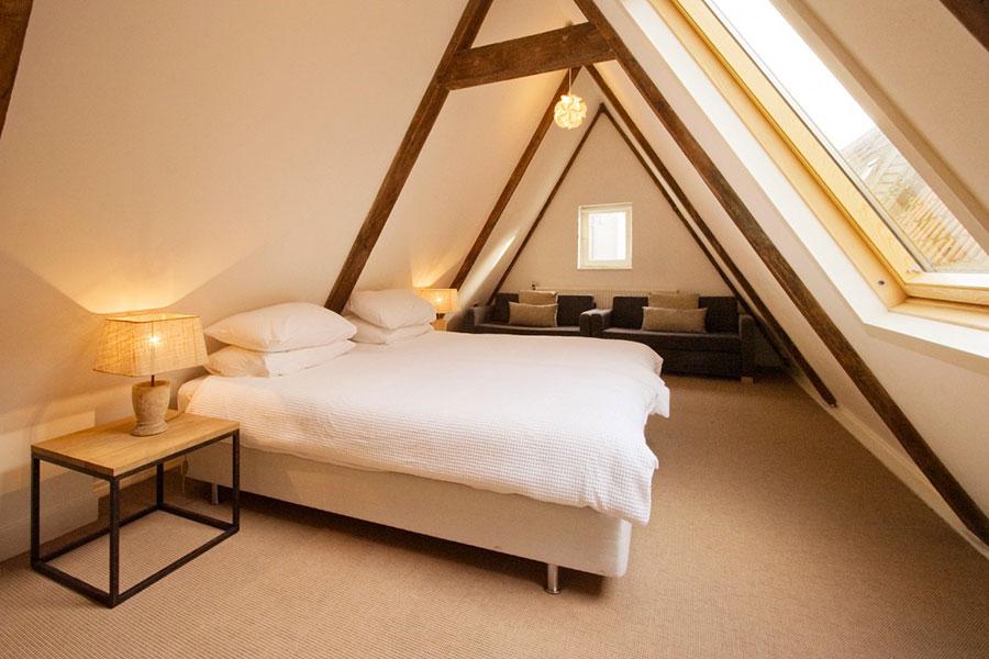 Idea per arredare una camera da letto in mansarda n.18