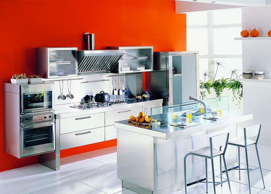 Pareti rosse per cucine moderne 02
