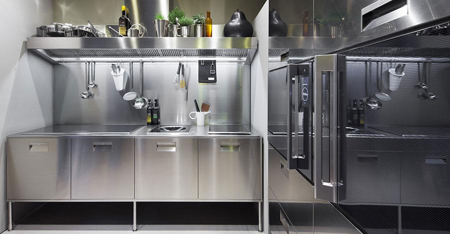 Cucina in acciaio moderna in stile industriale n.14