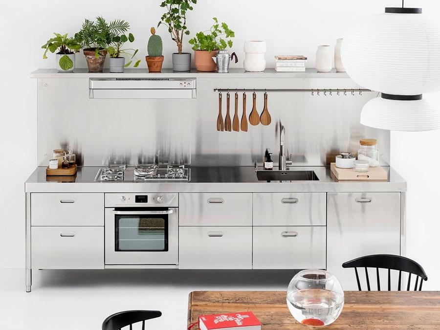 Modello di cucina in acciaio inox n.03