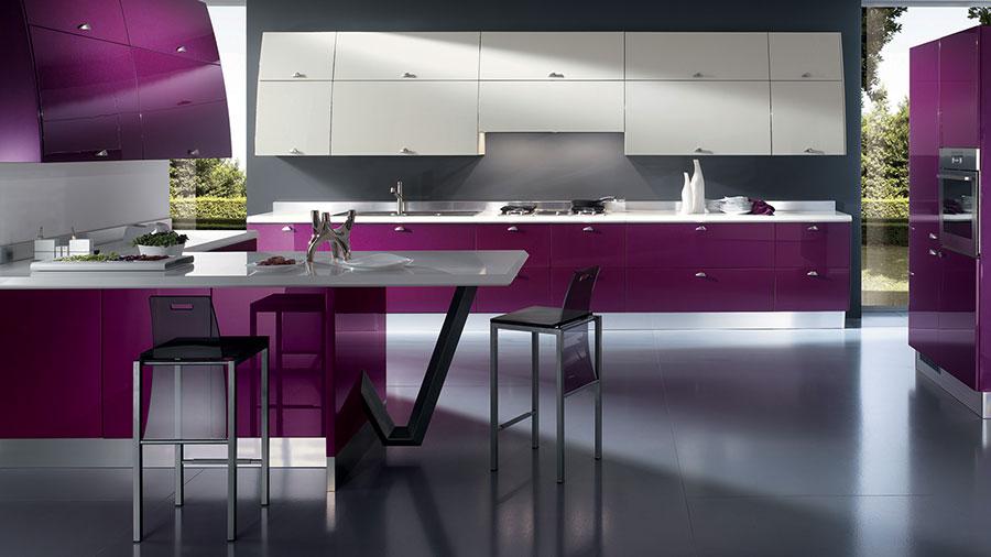 20 modelli di cucine viola delle migliori marche - Cucine moderne colorate ...