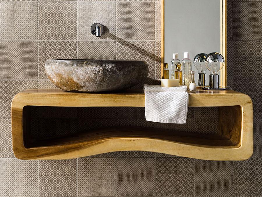 Idee per arredare un bagno con lavabo in pietra n.05