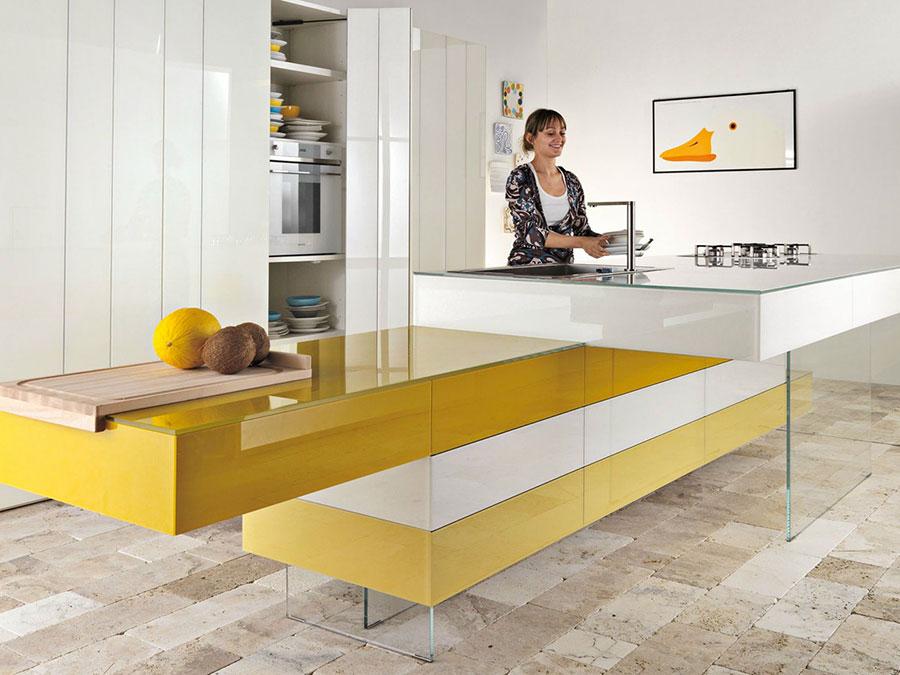Cucina gialla dal design moderno n.20