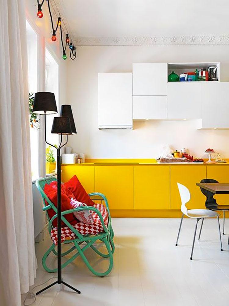 Modello di cucina gialla e bianca n.03