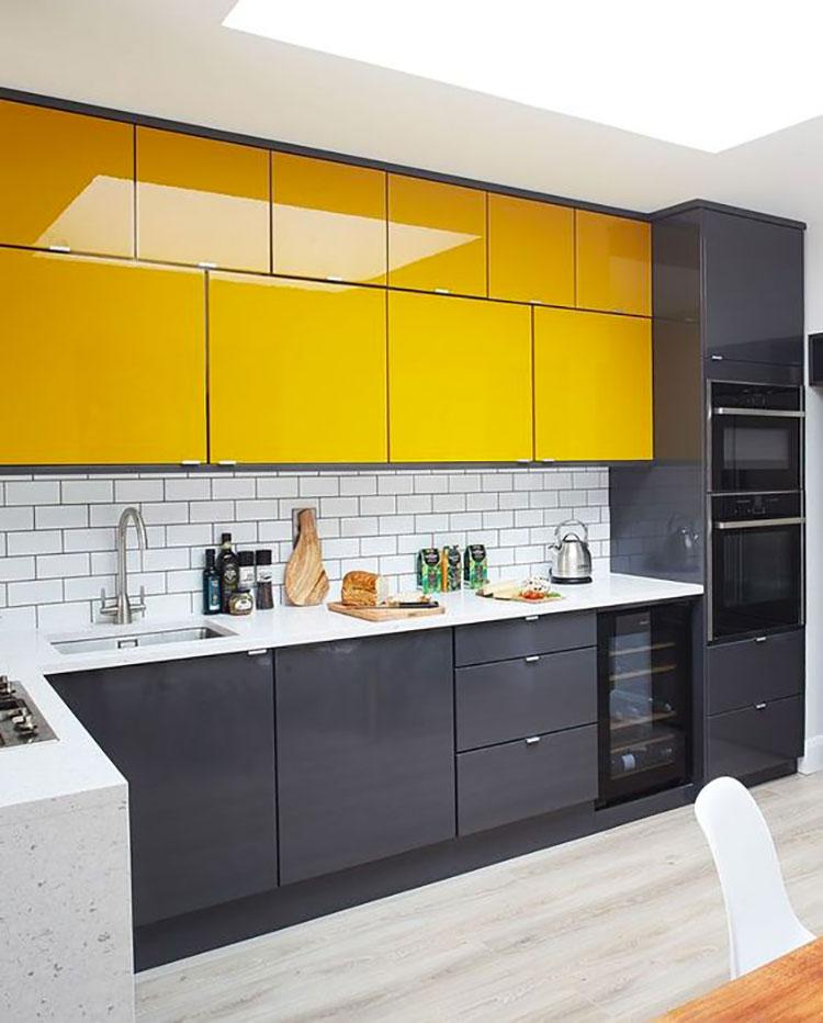 Modello di cucina gialla e grigia n.01