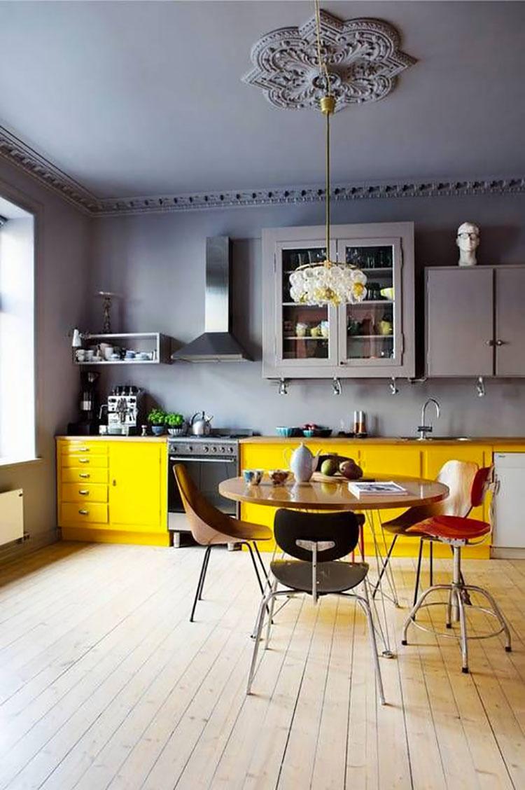 Modello di cucina gialla e grigia n.02