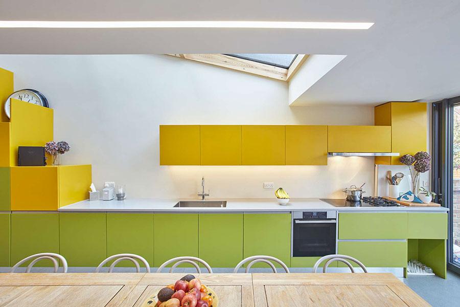 Modello di cucina gialla e verde n.01