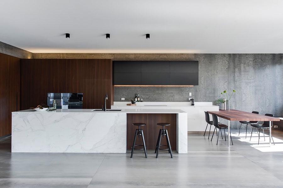 Modello di cucina con top, piani e rivestimenti in marmo n.10