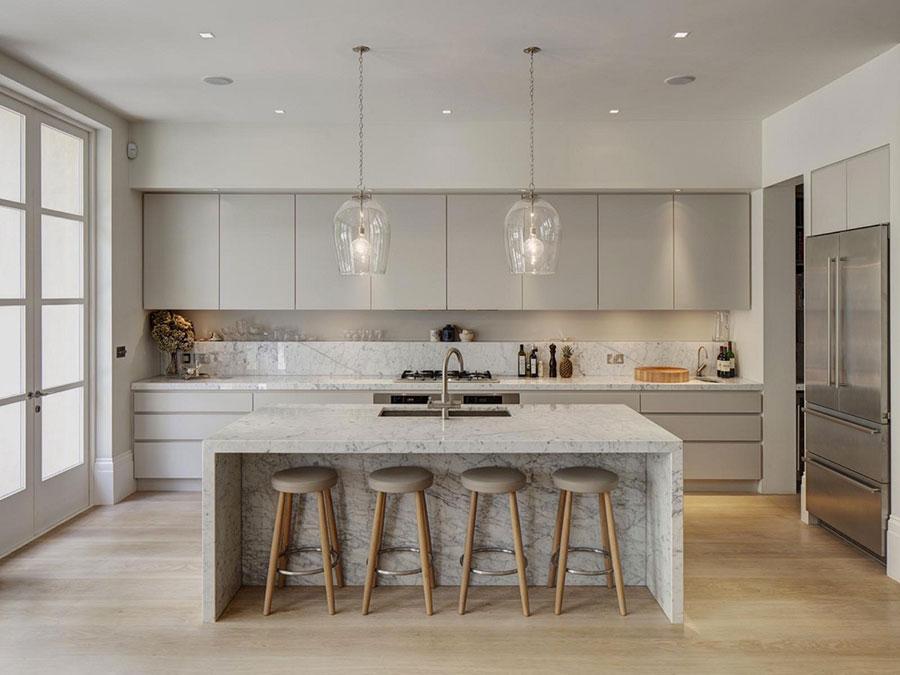 Modello di cucina con top, piani e rivestimenti in marmo n.13