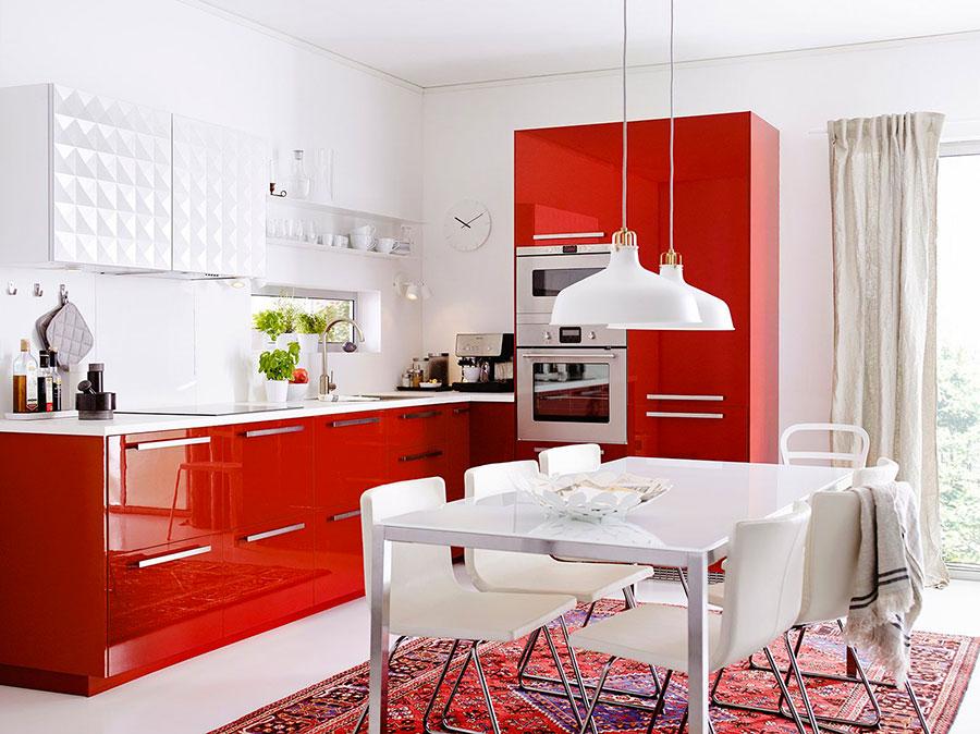 Modello di cucina rossa Ikea n.02