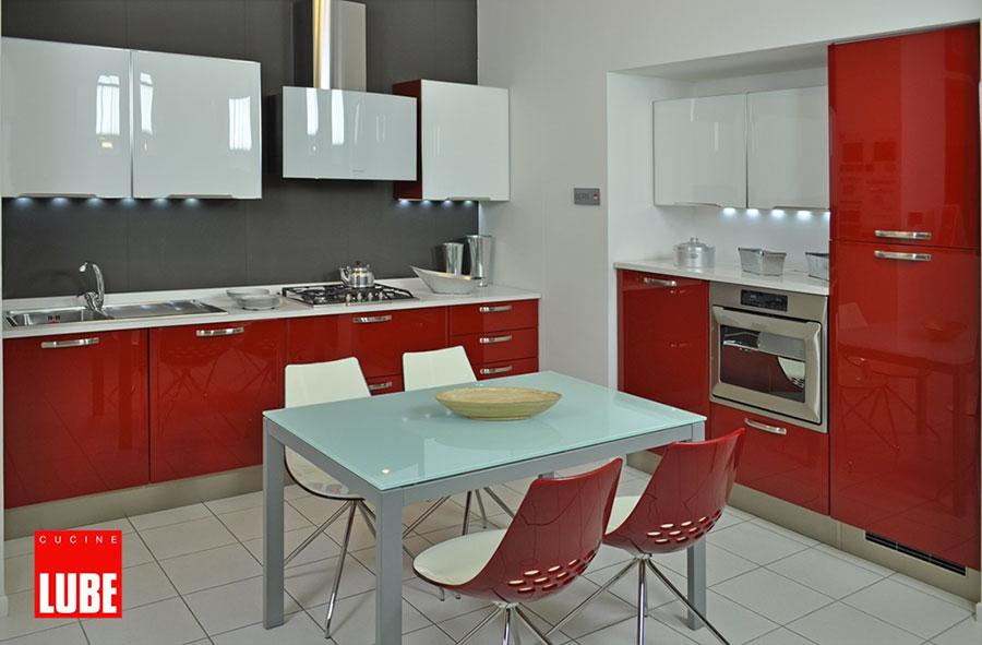 cucine moderne rosse e grigie
