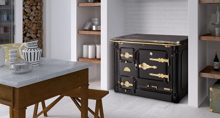 Modello di cucina a legna con forno integrato n.16