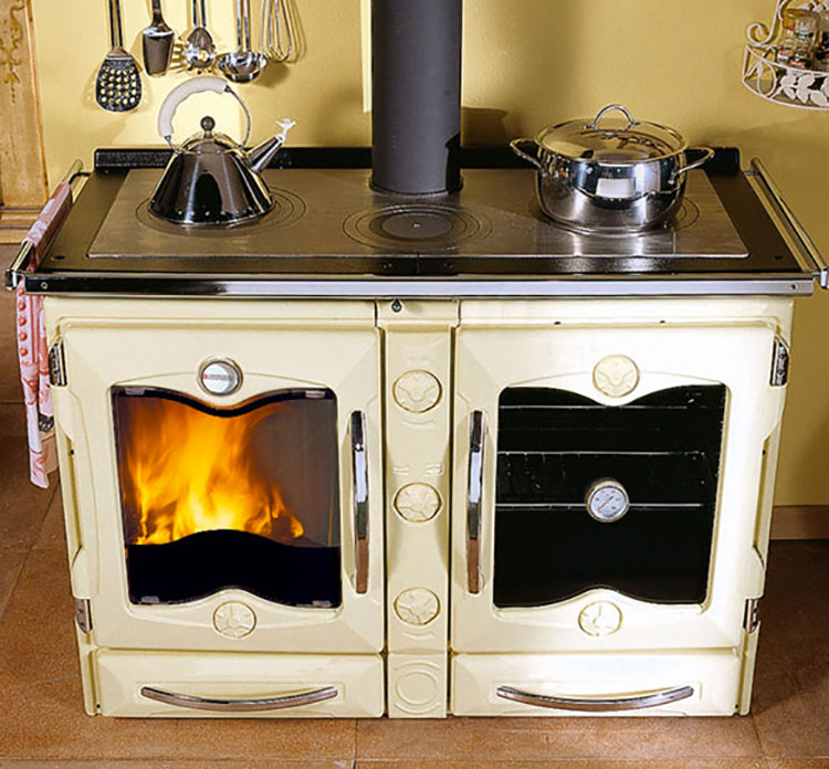 30 modelli di cucine a legna con forno integrato - Cucina a legna nordica milly ...