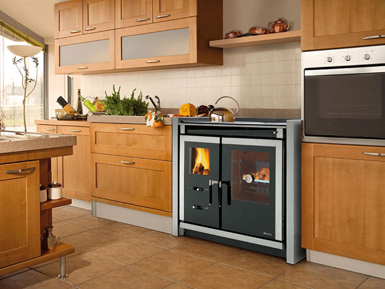 Modello di cucina a legna con forno integrato n.19