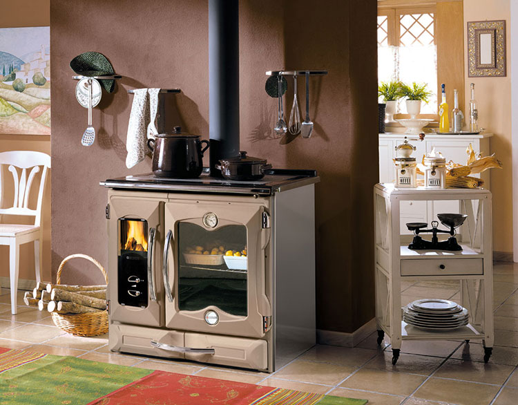 Modello di cucina a legna con forno integrato n.22