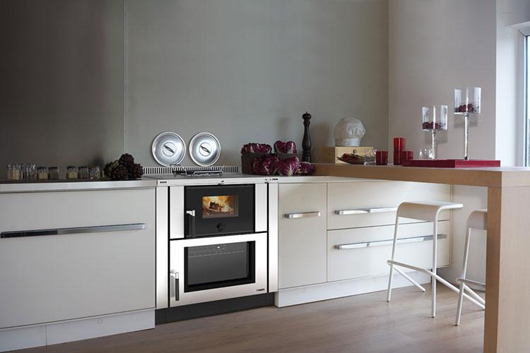 Modello di cucina a legna con forno integrato n.24
