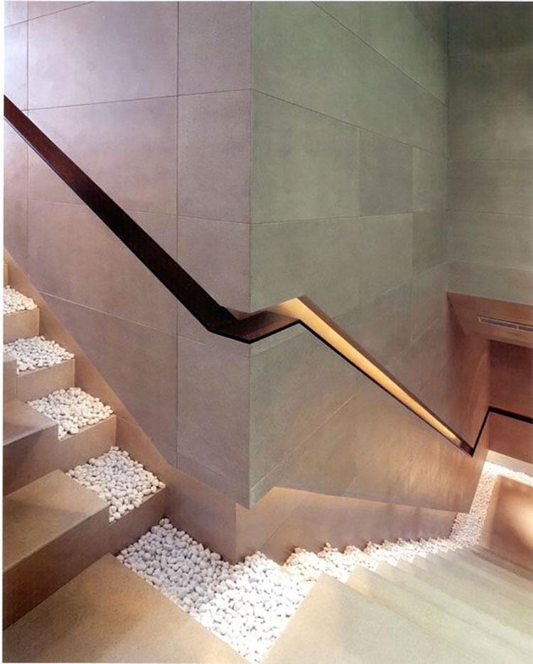 Idee di illuminazione per corrimano di scale interne n.07