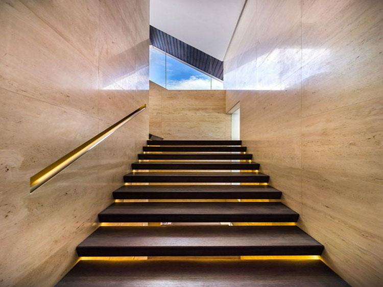 Idee di illuminazione per corrimano di scale interne n.08
